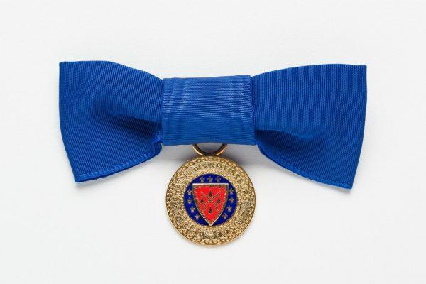 Chaîne-Bow-Medallion-blue